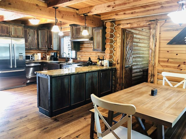 ☀️20 mins to Yellowstone☀️Entire cabin☀️Pet-friendly
