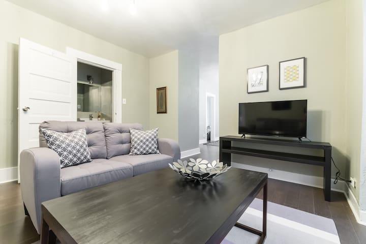 2 Bedroom Duplex Close to All the Hot Spots