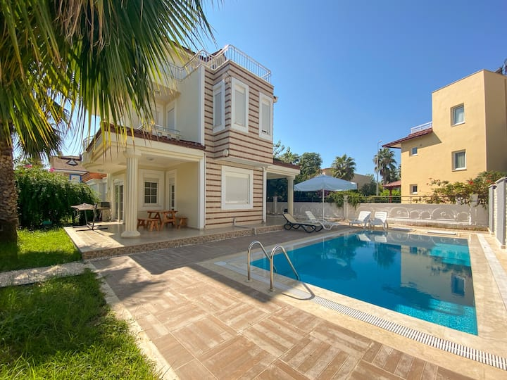 Special offer! Private villa with a pool