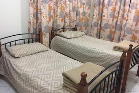 Twin Bed Private Room Burjuman Metro station - Dubai - Apartment