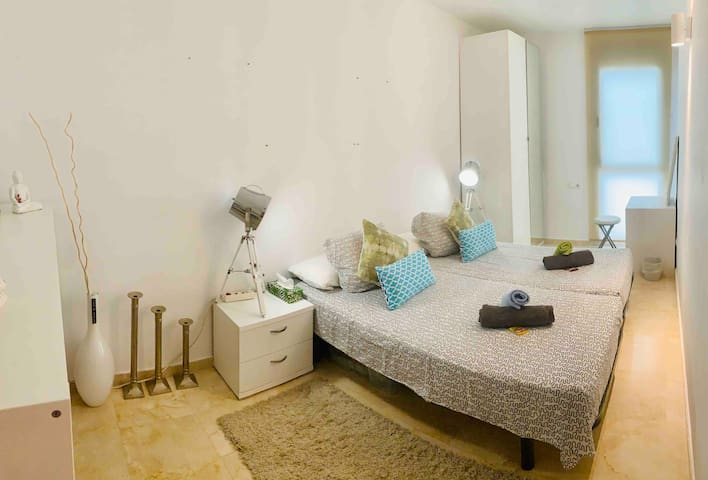 1/2 Double room in an awesome penthouse in Bossa