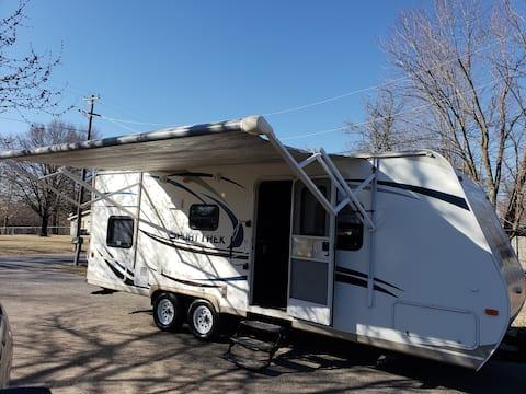 Clean Full Size Camper Near Historic Rte 66