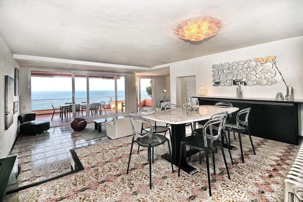 Penthouse in front of the sea-210M2