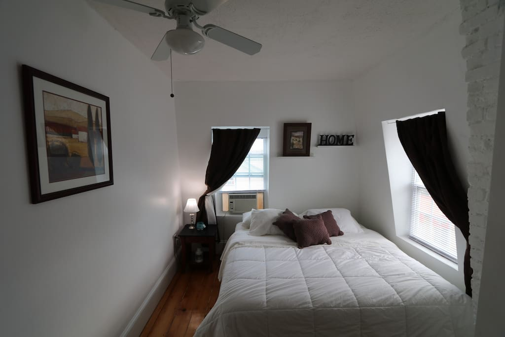 KING size bed, very comfortable mattress.  2 bright windows , Ceiling fan.