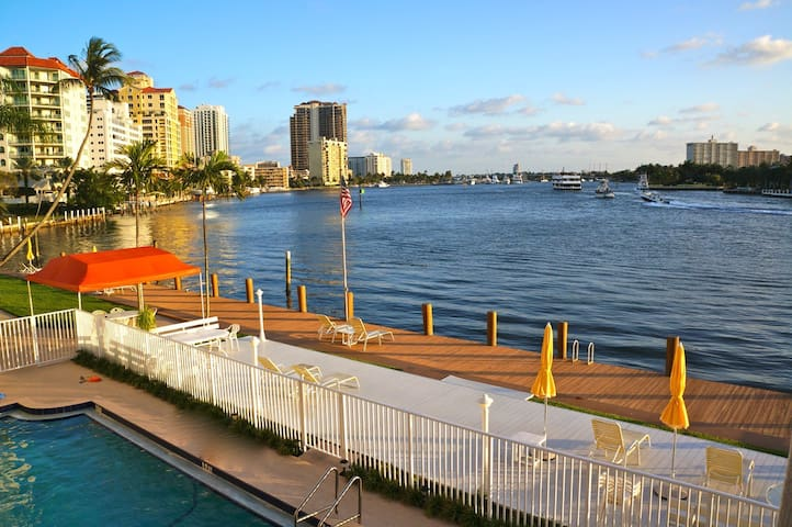 Waterfront Condo close to beach! - Fort Lauderdale - Apartament
