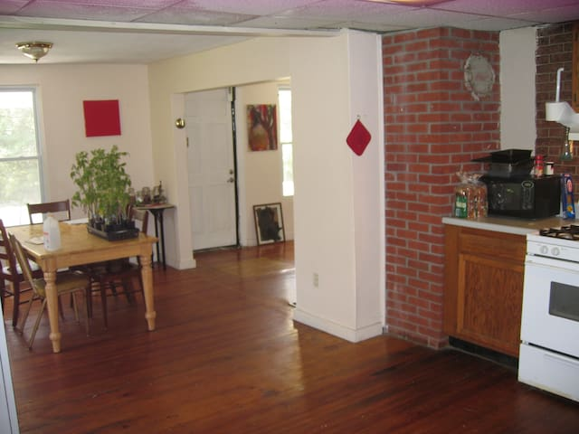 2.5 mile / 4km from UCONN Storrs campus CT 06268 - Mansfield - 獨棟