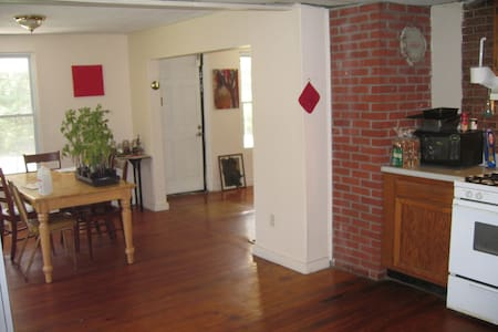 2.5 mile / 4km from UCONN Storrs campus CT 06268 - Mansfield - Casa
