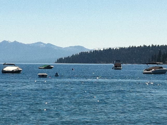 One Block +, Gorgeous Lake Tahoe - Carnelian Bay - Appartement