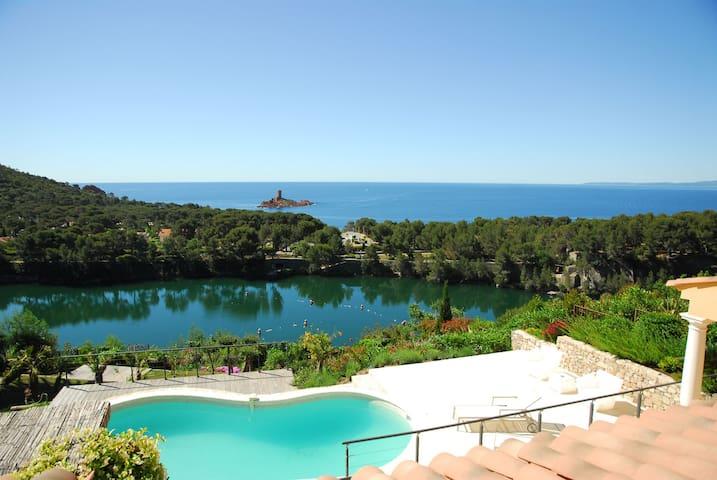 Horizon bleu seaview villa - Le Dramont - Rumah