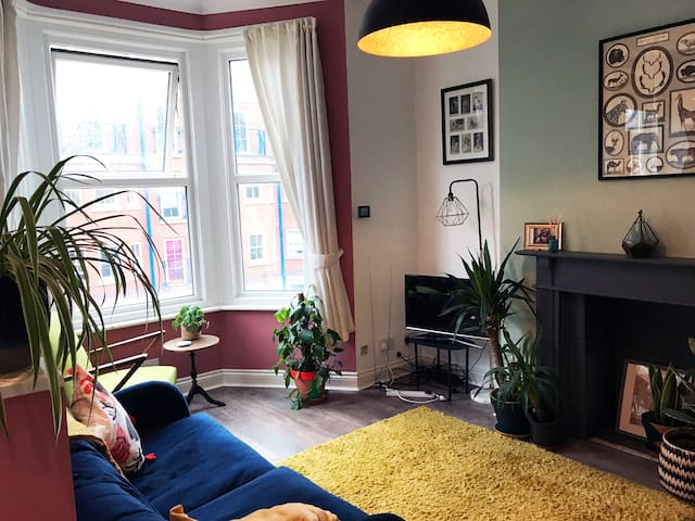 Cosy apartment near the beach and station