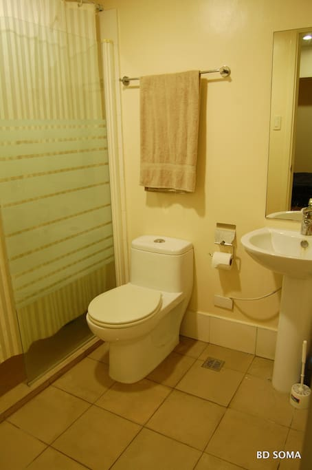 Toilet and bath with hot and cold water