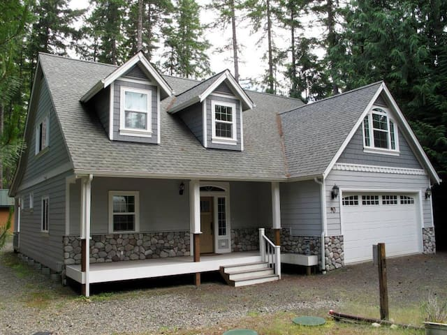 Vacation Retreat in Lake Community
