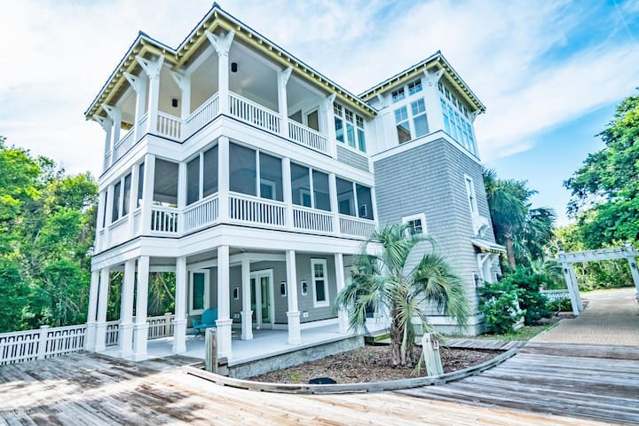 Welcome to Charleston House-Around the corner from the Shoals Club