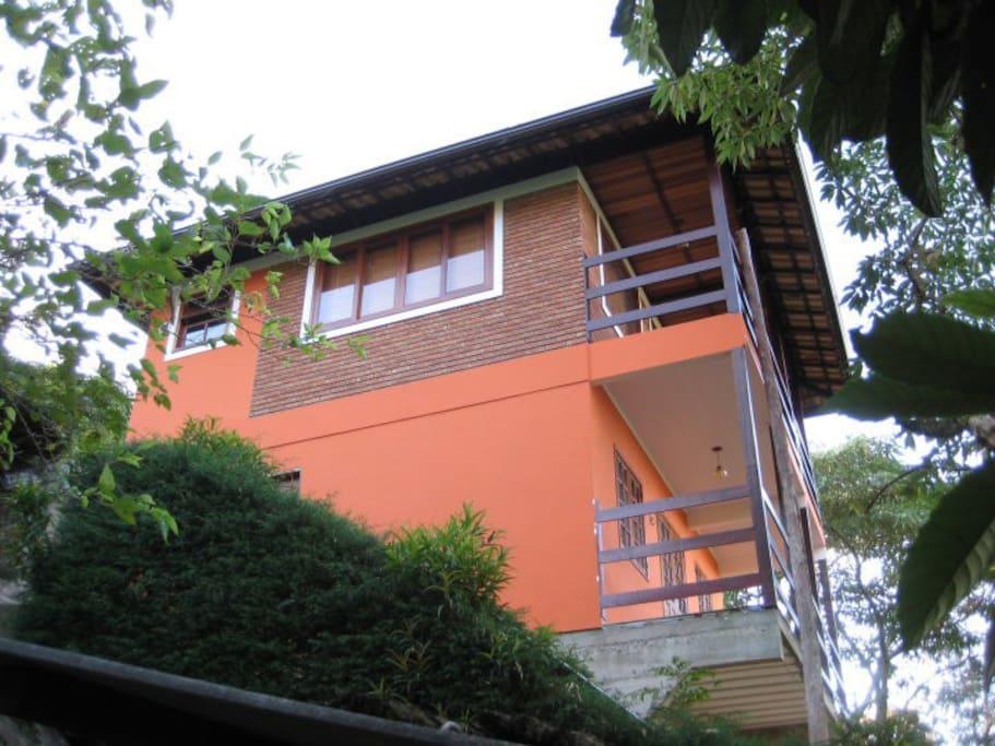 Foto lateral da casa.