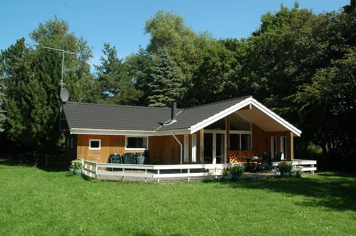 Beautiful summer cottage near beach - Vig - Kabin