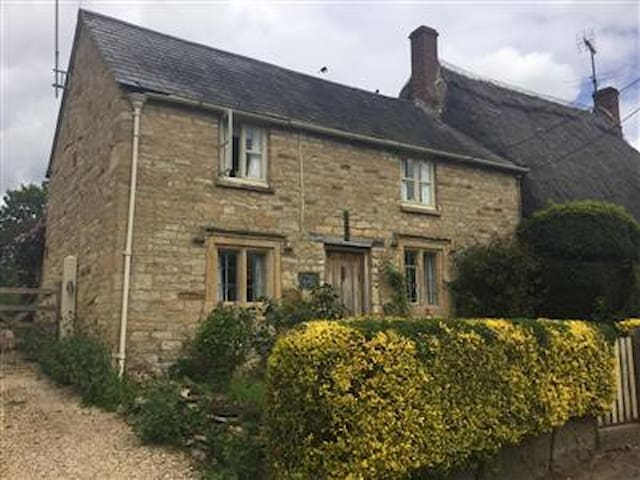 Rose Cottage, Bledington  - Cotswolds Charm