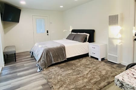 Executive Suite Among the Oaks, Close to Town