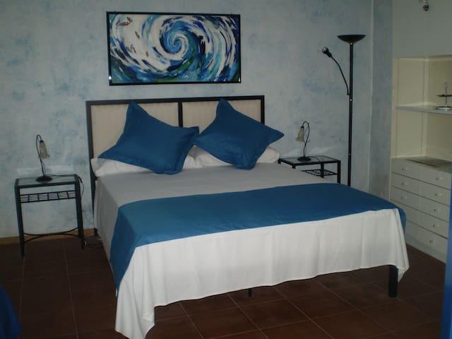 Habitación Oliva - Pati de l´Albera - St Climent Sescebes - Bed & Breakfast