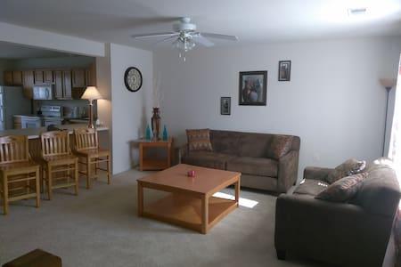 Feel like home away from home. - Statesboro - Apartmen