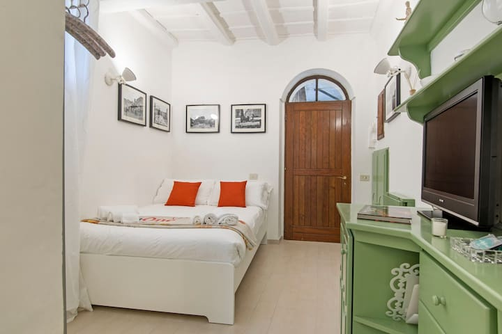 You in Trastevere - Via della Scala - Apartments for Rent in Rome ...