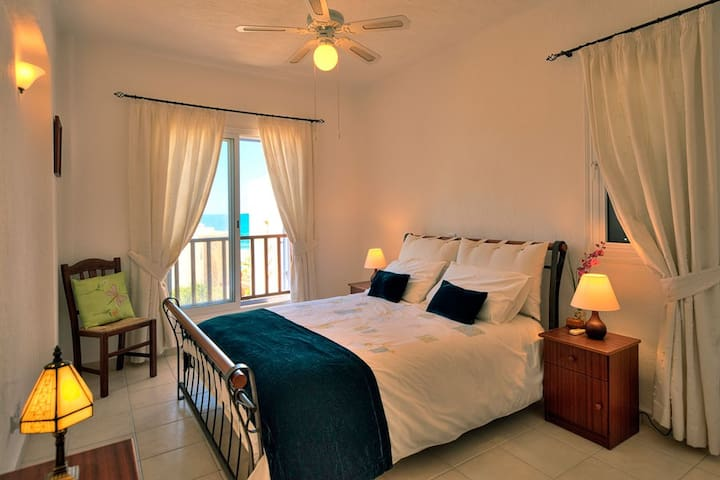 Double bedroom with en suite bath/shower with stunning sea views; wake up to the sound of the sea on the shore!