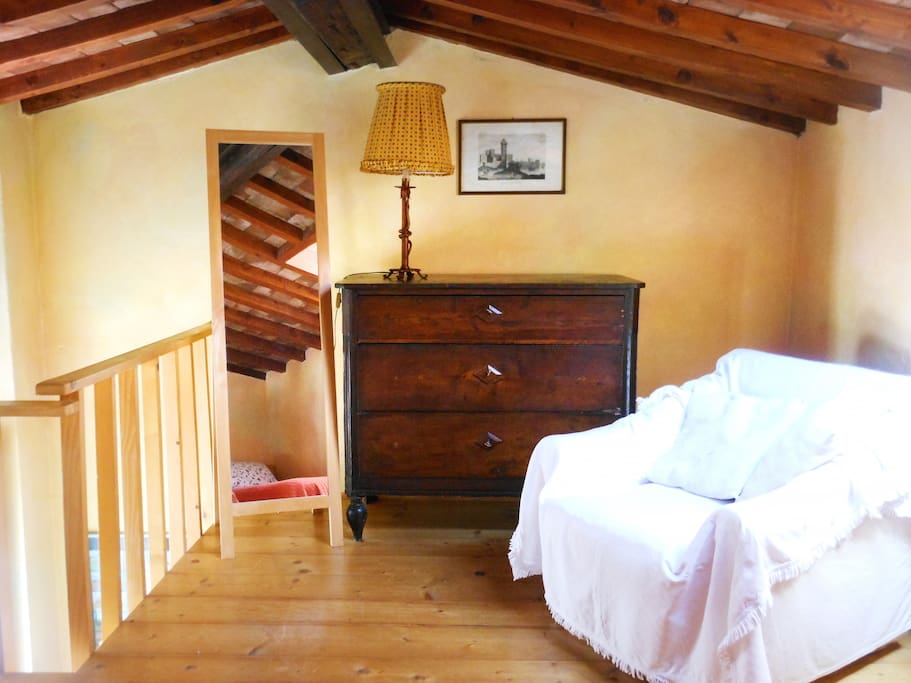 Bedroom on sleeping loft (king size bed or 2 single beds