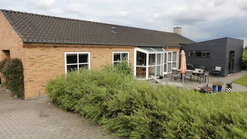 Stor villa med plads til 8 personer - Odder - Huis