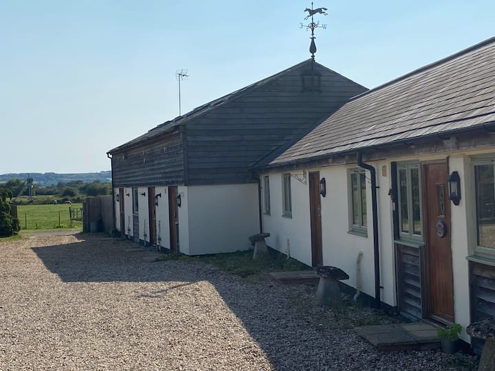 Horseshoe Cottage - Dog friendly in rural location