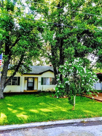PeachBlossom Beauty.COZY.2 BR w/Carport.Near Main.