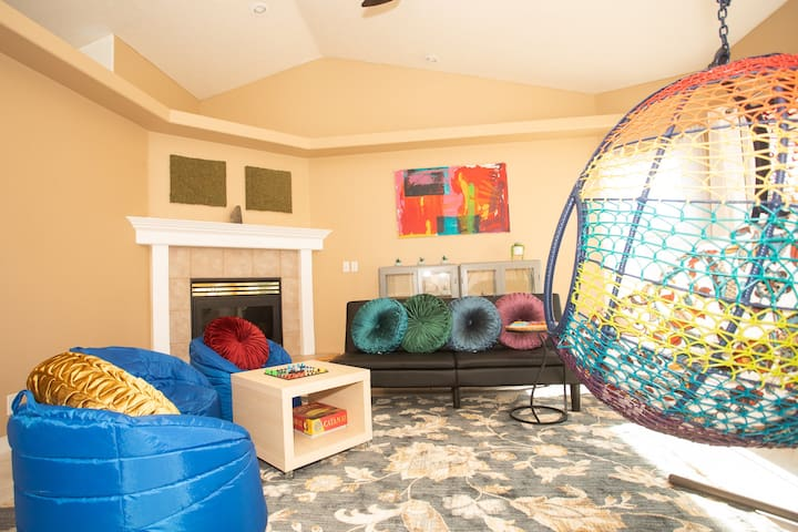 3 bedroom home with sun and room to play!