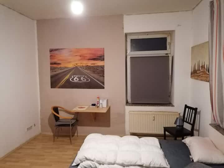 1 Zimmer  Apartment mit Duschbad u Küchenzeile