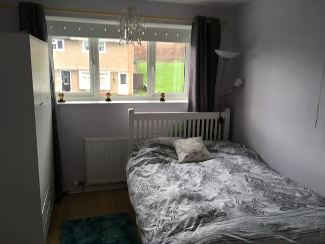 Private double bedroom in shared house