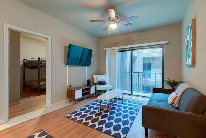 ATX Party Pad, Close to Downtown + Sleeps 15!