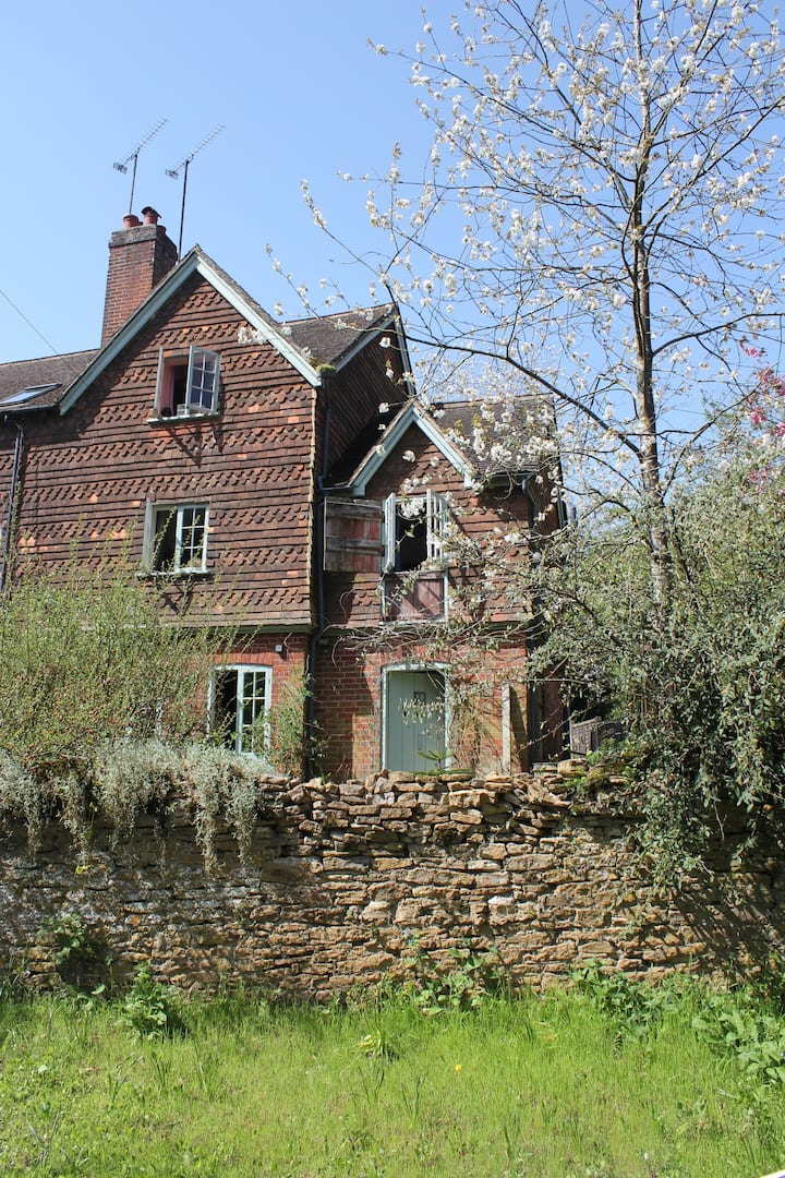 Large 4 bedroom Cottage in Rural Countryside