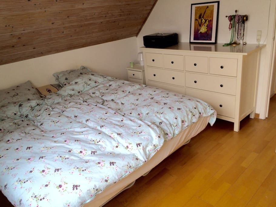 Main bedroom - 1: double bed 180cm x 200cm with ensuite bathroom.