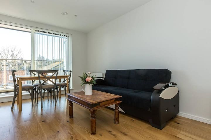 Spacious 1BR Flat with balcony in Hemel Hempstead