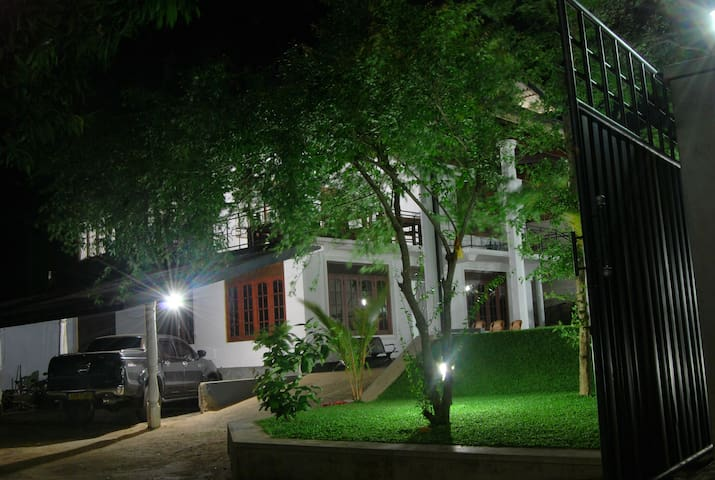 Elephant Park by SANIBA Hotels - Kundasale - Bed & Breakfast