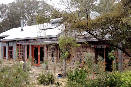 Peaceful granite bushland retreat - Greenlands - Huis