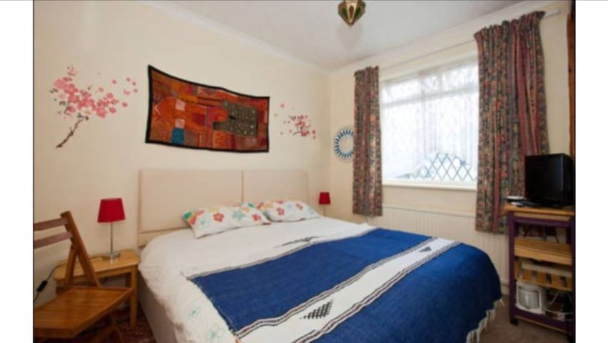 2/3 bed house inc breakfast North Lancing