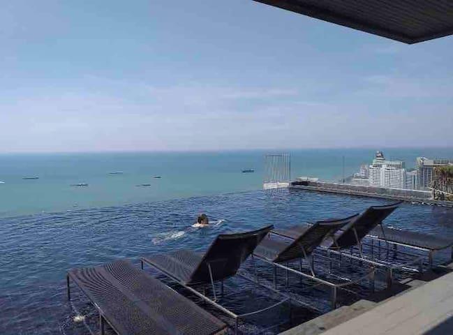 芭提雅中心海,1分钟海边,空中无边泳池,市中心,休闲娱乐皆可
