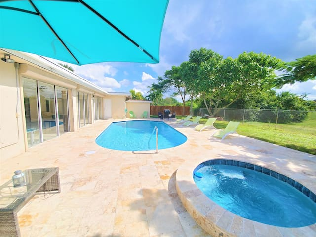 Amazing Vacation Home 5 Bedrooms with Pool and Spa