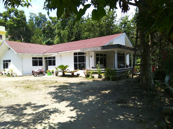 Gedung putih di pulau sibandang