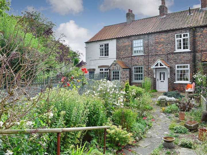 Railway Cottage (UK12761)