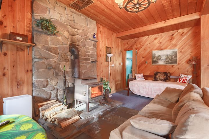 A Mountain Treasure Cottage on The Stream