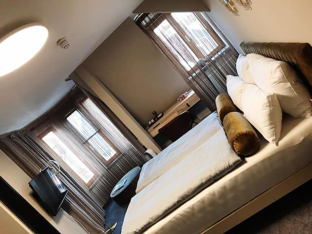 schönes modernes Deluxe Zimmer