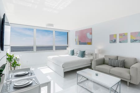 New Beachfront w 180 degree ocean view Apartment