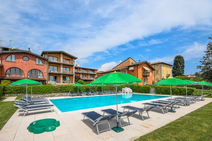 Apt. pool with balcony and lake view 712