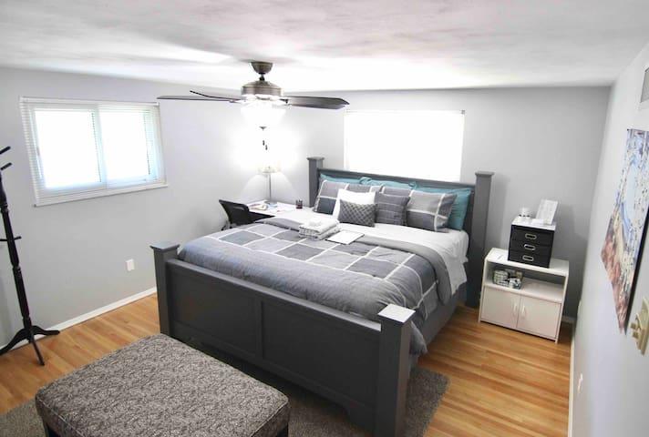 Contemporary, King Master Bedroom - Off I475 & I75