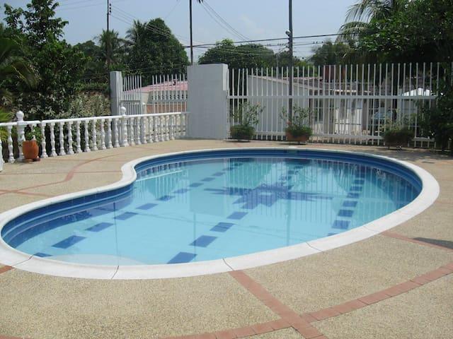 Melgar, alquiler arrendar casa quinta piscina priv - Melgar
