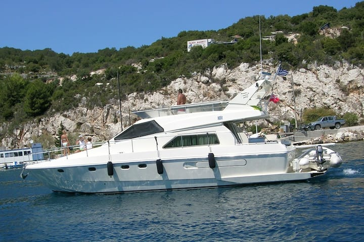 Lux Boat in Athens Marina